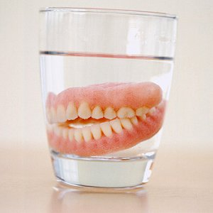 how to properly clean your dentures